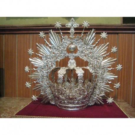 Corona repujada en plata