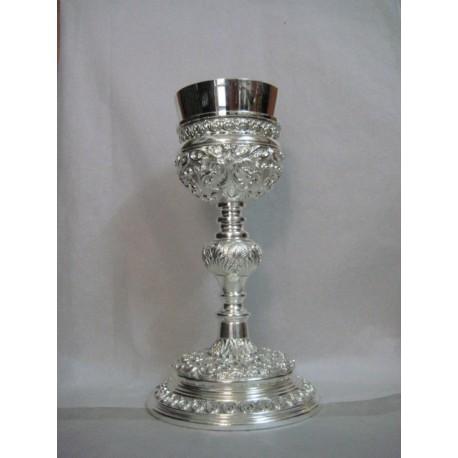 Caliz repujado en plata diseño original Marmolejo